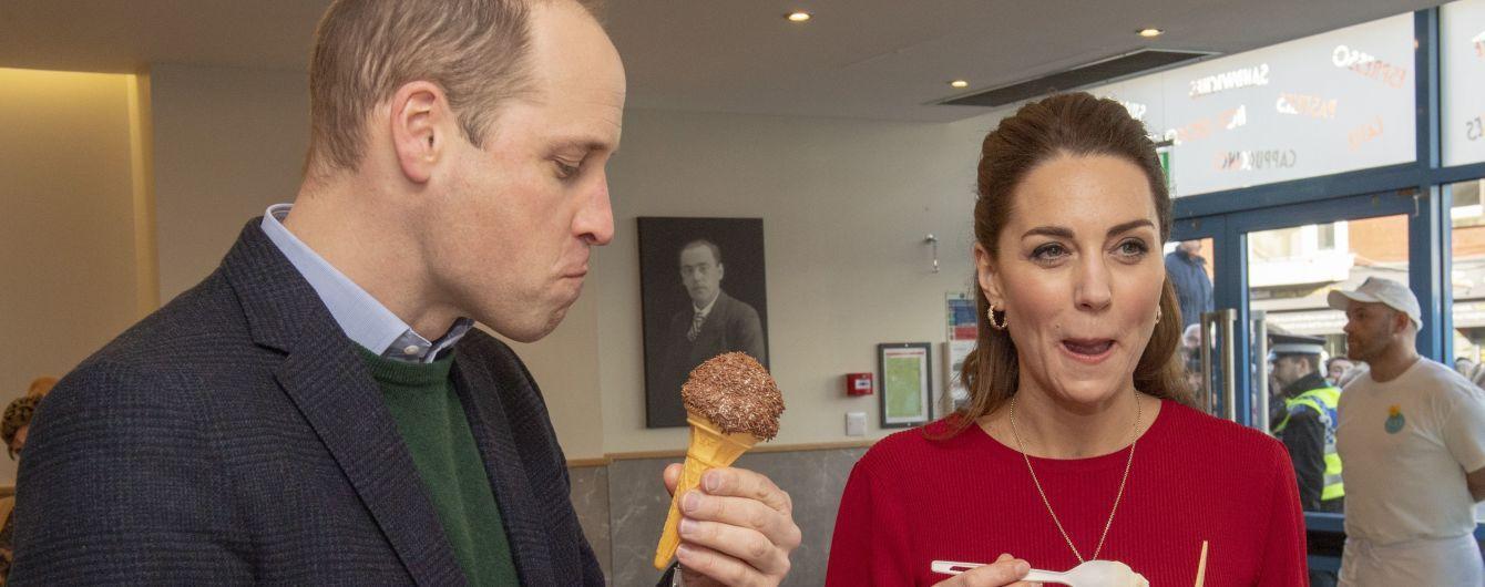 Смешные принц Уильям и Кейт не удержались и полакомились мороженым