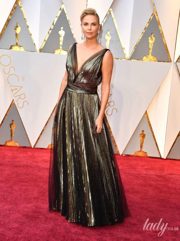 "Шарлиз Терон на 89 церемонии ""Оскара"" в платье Christian Dior, 2017"
