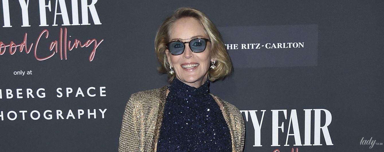 В блестящем комбинезоне и в очках: стильный выход Шерон Стоун