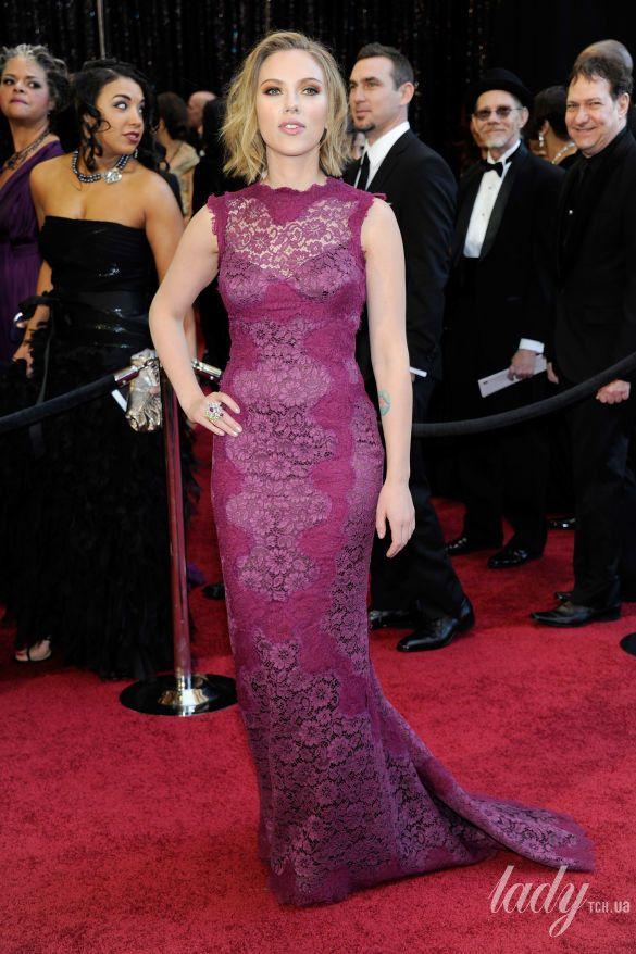 """Скарлетт Йоханссон на 83 церемонии """"Оскара"""" в платье Dolce&Gabbana, 2011"""