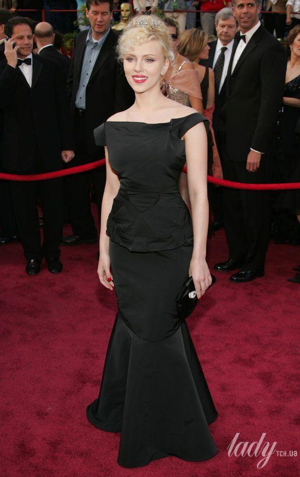 """Скарлетт Йоханссон на 77 церемонии """"Оскара"""" в платье Roland Mouret, 2005"""