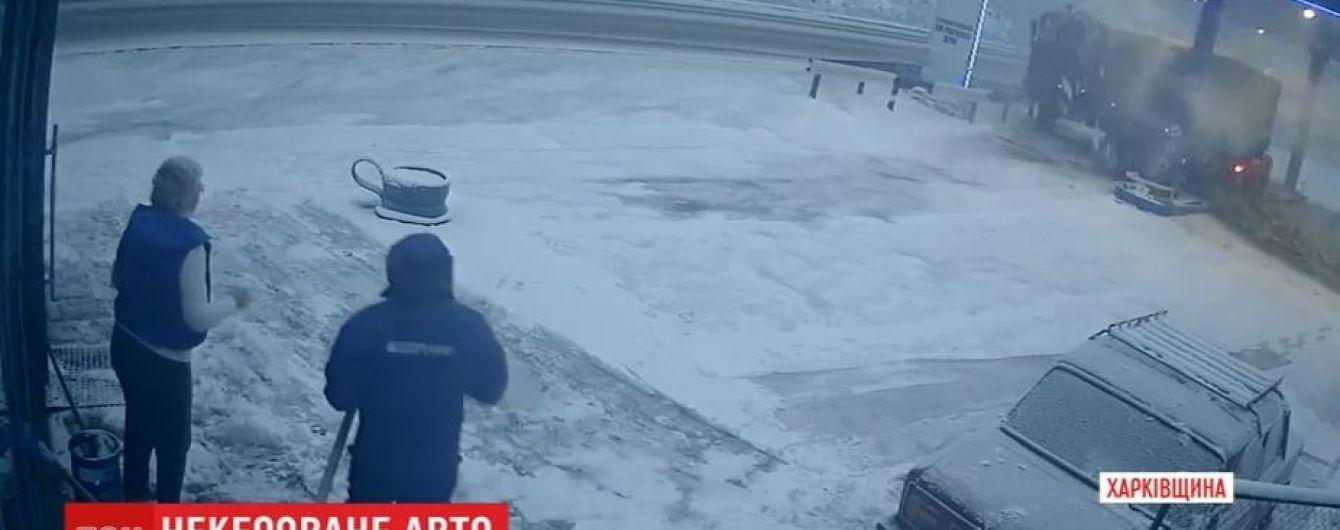 Поблизу Харкова на повній швидкості вантажівка Нацгвардії влетіла в заправку