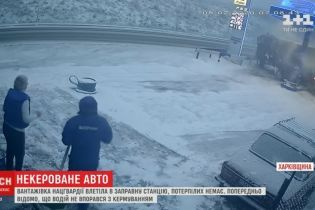 Вблизи Харькова на полной скорости грузовик Нацгвардии влетел в заправку