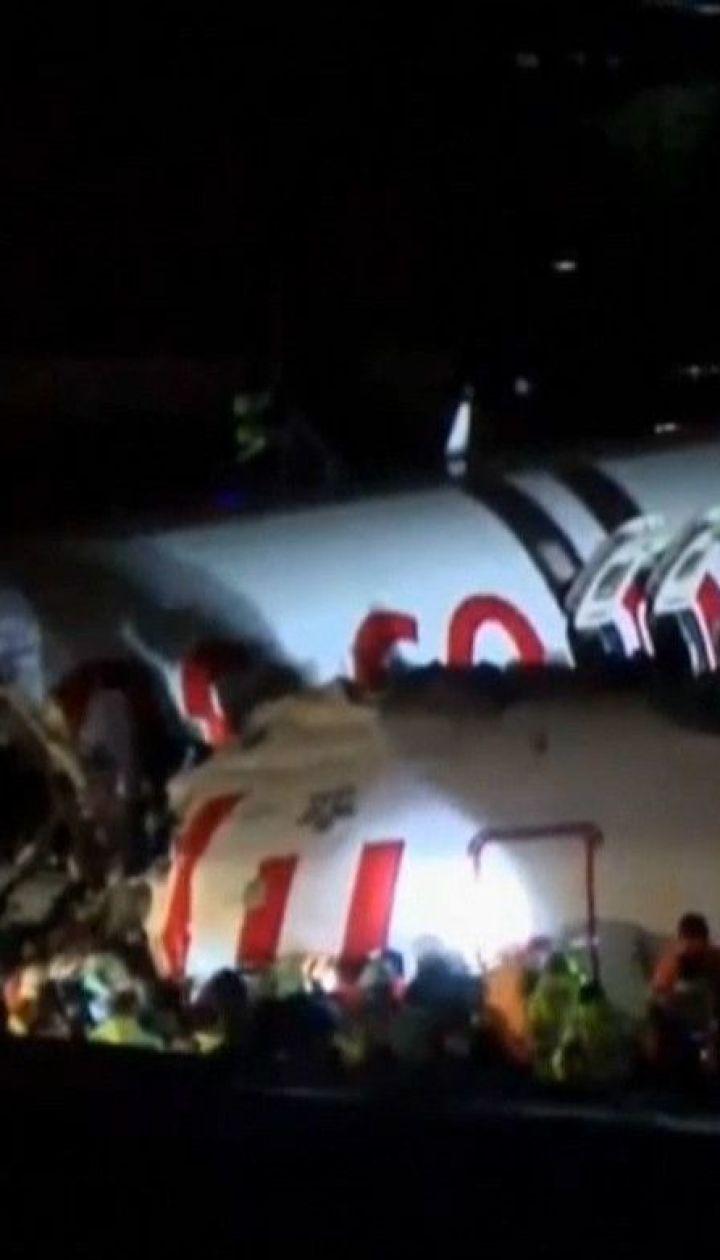 В Турции во время посадки потерпел крушение пассажирский самолет