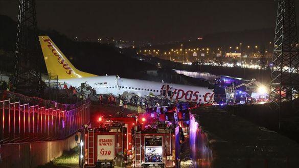 Літак Pegasus розбився в аеропорту Стамбула_04