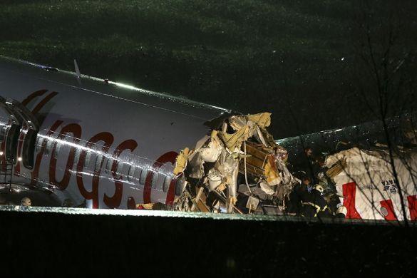 Літак Pegasus розбився в аеропорту Стамбула_05