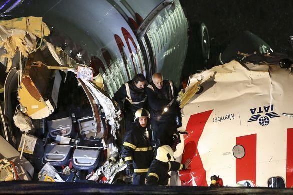 Літак Pegasus розбився в аеропорту Стамбула_06