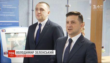 В українців з'явилася можливість безкоштовно записати на ID-картку свій електронний підпис