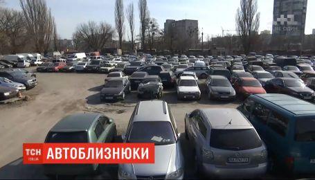 Автомобілі-близнюки: українськими дорогами їздять 400 тисяч авто з однаковими державними номерами