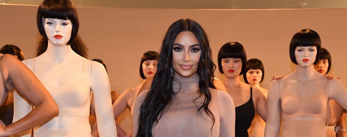 Фигуристые модели и Ким Кардашьян в боди: звезда-реалити на открытии бутика
