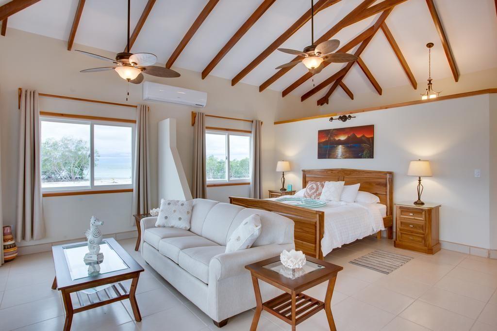 Курортний комплекс Coco Plum Island - Коко Плам Кей, Беліз Кейс.