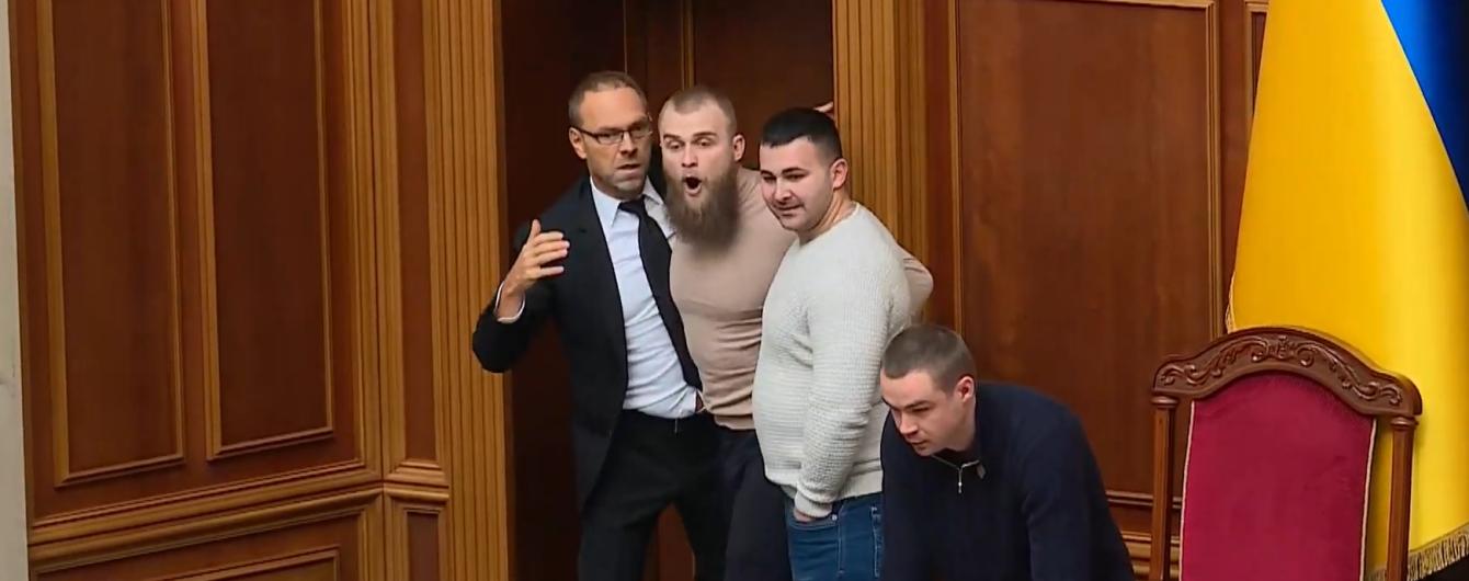 У Раді спалахнула бійка в президії Разумкова