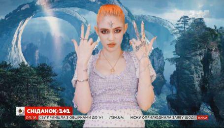 Дівчина мільярдера Ілона Маска показала, як доглядає за шкірою і робить макіяж