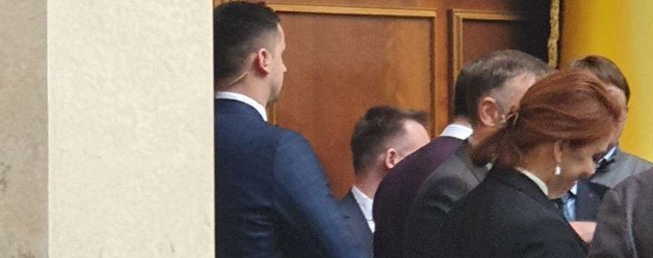 В президиуме Рады заметили вооруженного человека. Стефанчук поручил Регламентному комитету выяснить ситуацию
