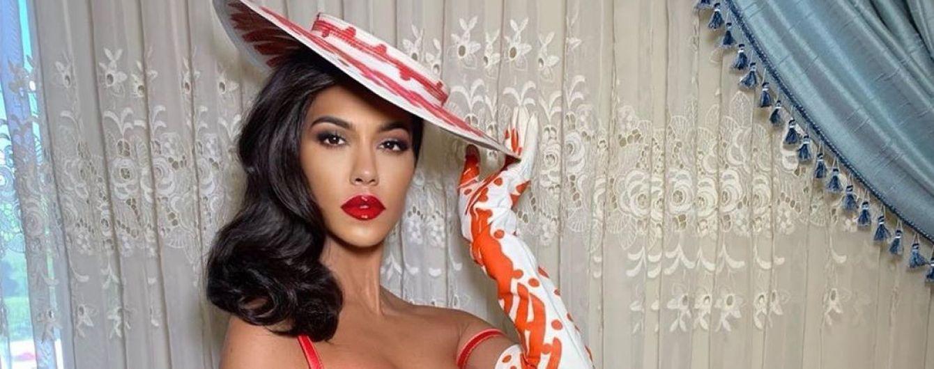 В шляпе и мини-платье с пикантным декольте: Кортни Кардашьян похвасталась элегантным аутфитом