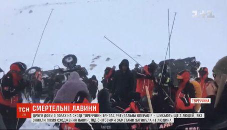 Сходження лавини на сході Туреччини: другу добу триває рятувальна операція