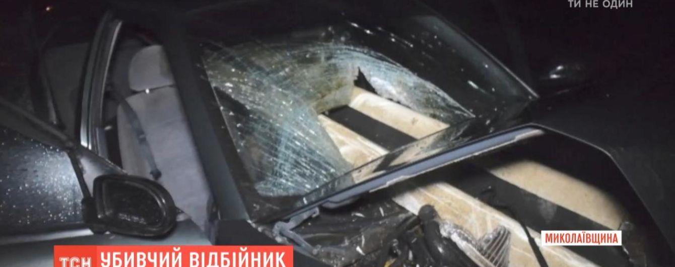 Под Николаевом дорожный отбойник пронзил автомобиль и убил женщину на заднем сидении