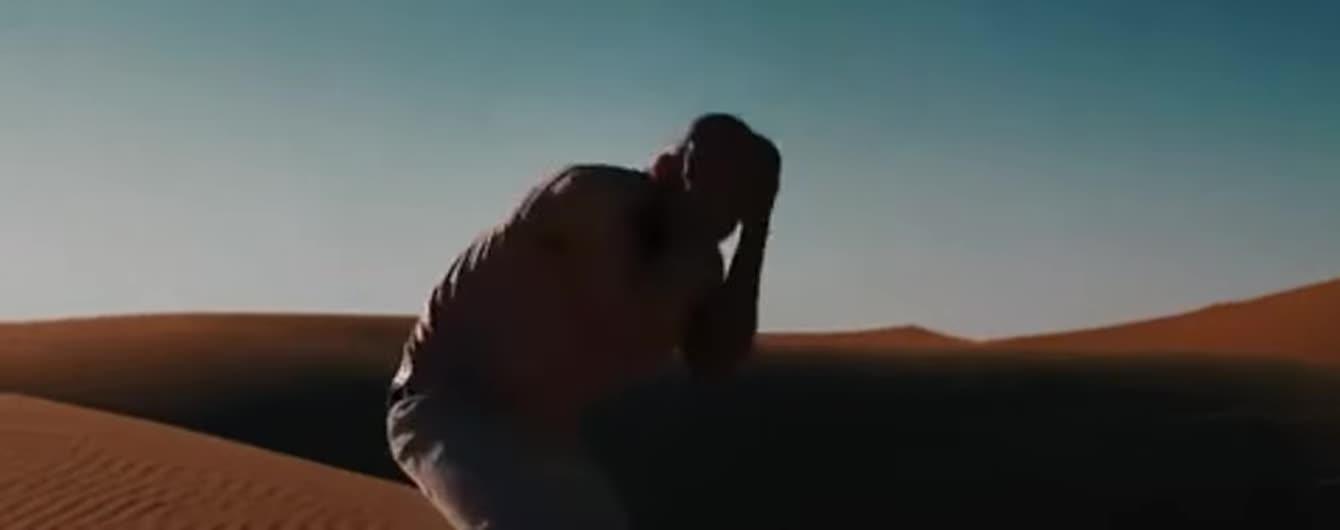 У новому кліпі Alyosha та Vlad Darwin продемонстрували справжнє торнадо почуттів у палкій пустелі