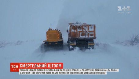 Зимова негода лютує у Європі, є перші жертви
