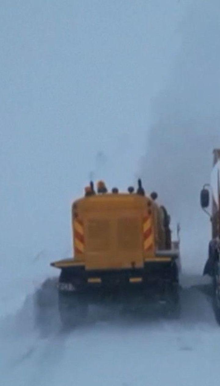 Зимняя непогода бушует в Европе, есть первые жертвы