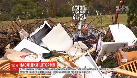 Разрушенные дома и вырванные деревья: мощный шторм с торнадо промчался по Америке