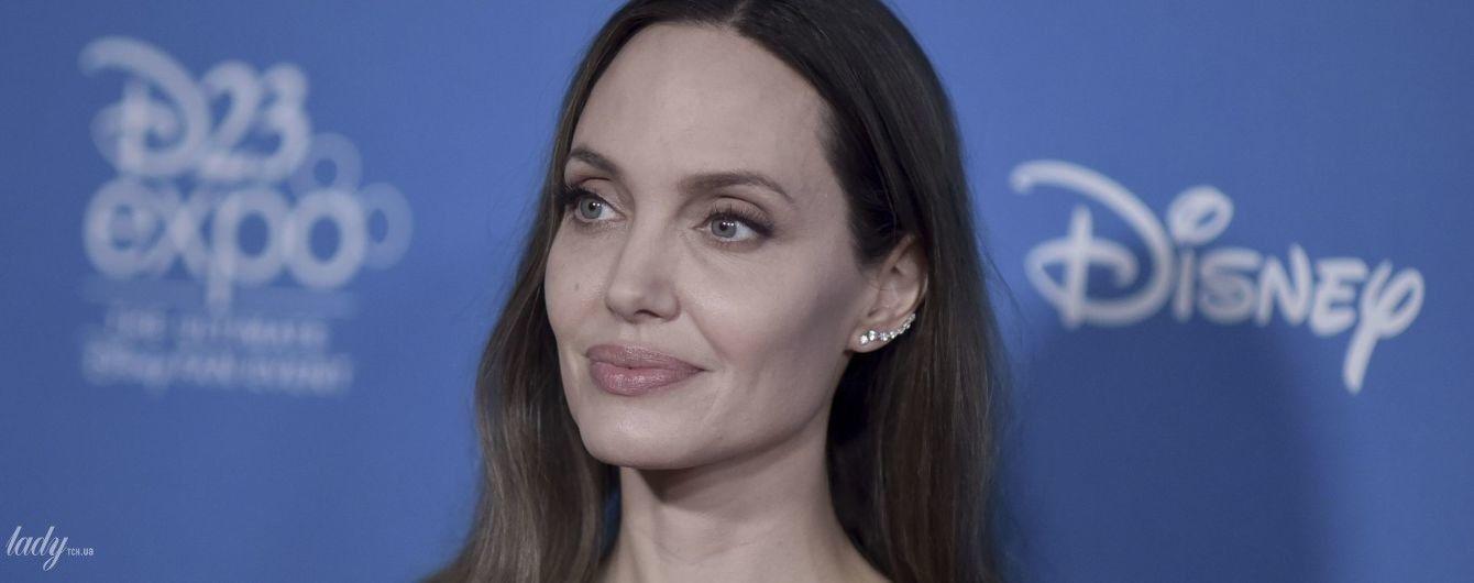 """""""Кути"""" Джолі і """"губи диявола"""": популярні і епатажні тренди контурної пластики"""