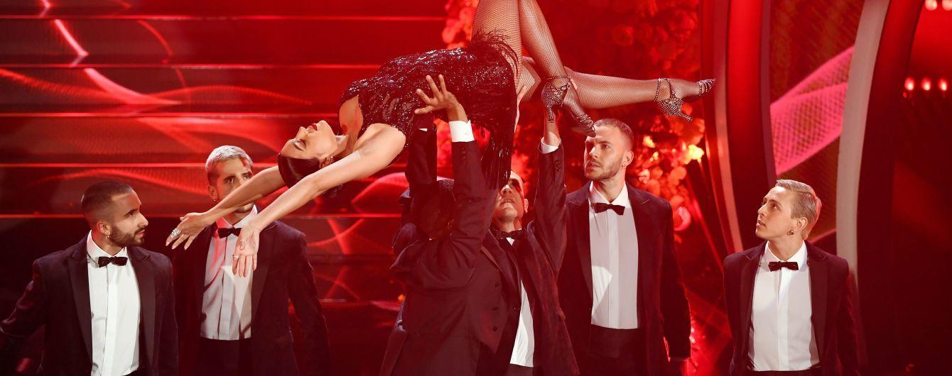 Сексуальное декольте и страстное танго. Невеста Роналду Джорджина трижды сменила наряды и поцеловала любимого на фестивале в Сан-Ремо