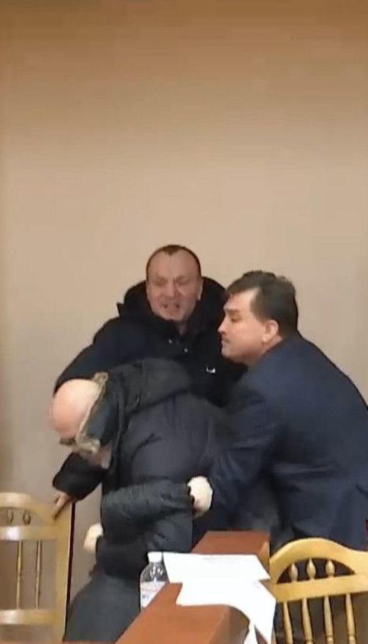 Нардеп Вышгородского горсовета достал оружие во время столкновения с предпринимателем