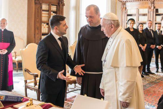 """""""Назвав мене президентом миру"""". Зеленський поділився враженнями від зустрічі із Папою Римським"""