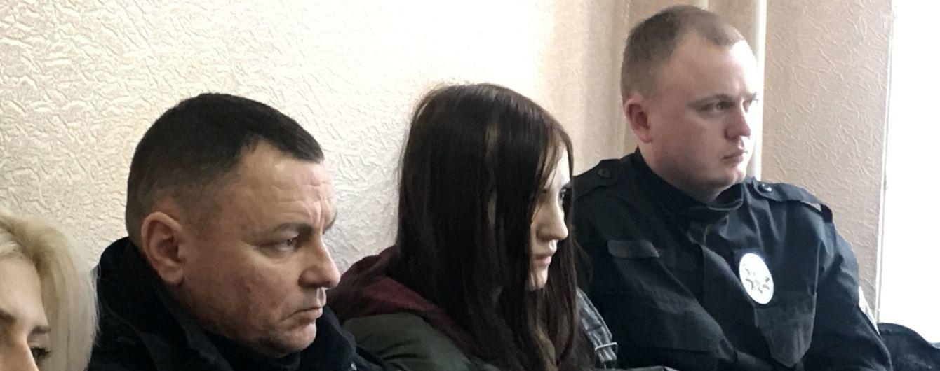 Не хотела, чтобы умер: 18-летняя девушка рассказала в суде, как стреляла в инструктора тира в Полтаве