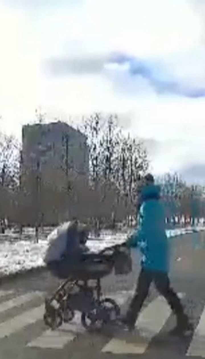 Пьяный водитель на полной скорости протаранил коляску с младенцем в Запорожской области