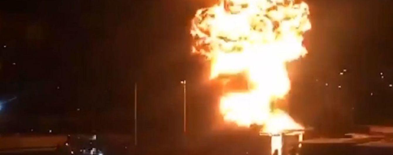 Во время взрыва на СТО в Киеве пострадал спасатель