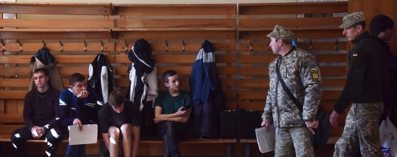 18-19-летних юношей будут призывать в армию на добровольной основе – министр обороны