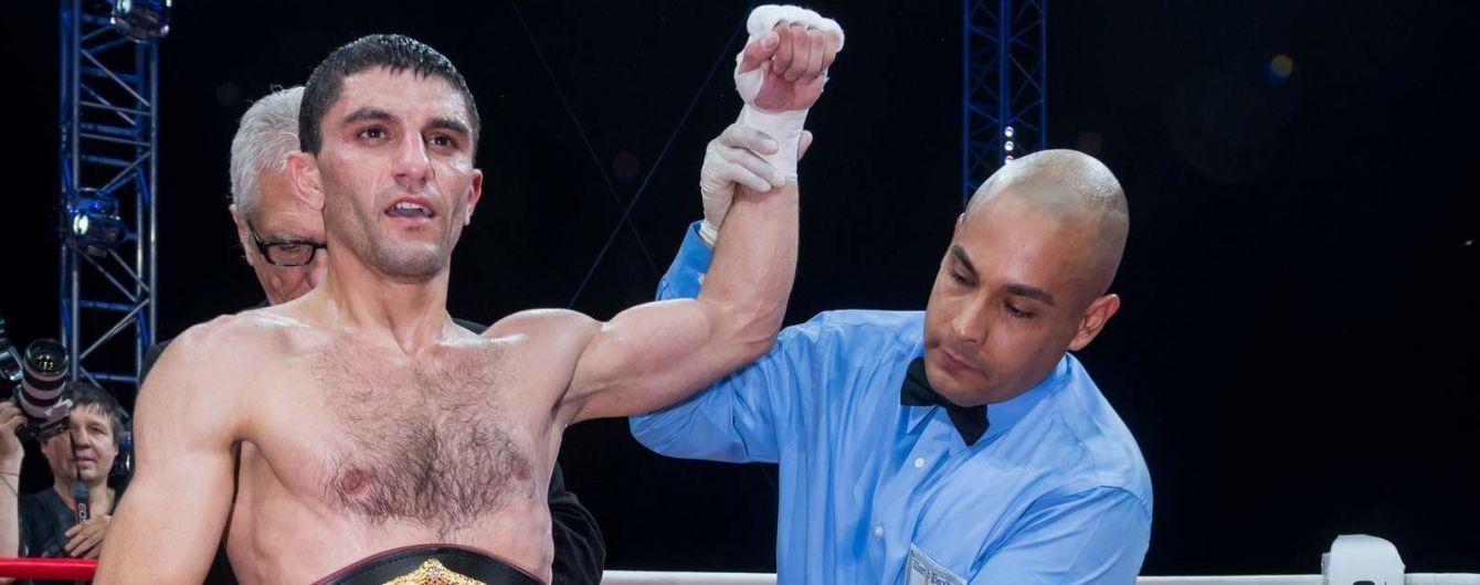 Далакян со сломанной рукой в четвертый раз защитил чемпионский титул WBA