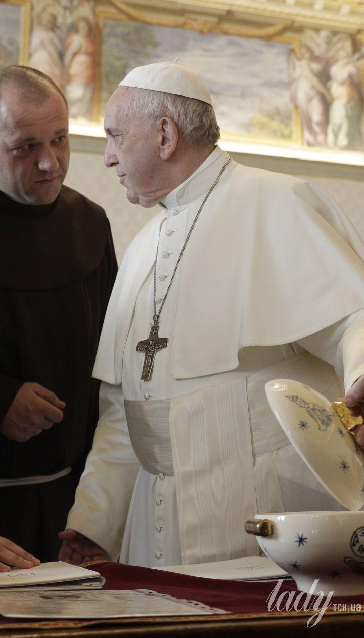 Олена і Володимир Зеленські на прийомі у Папи Римського Франциска