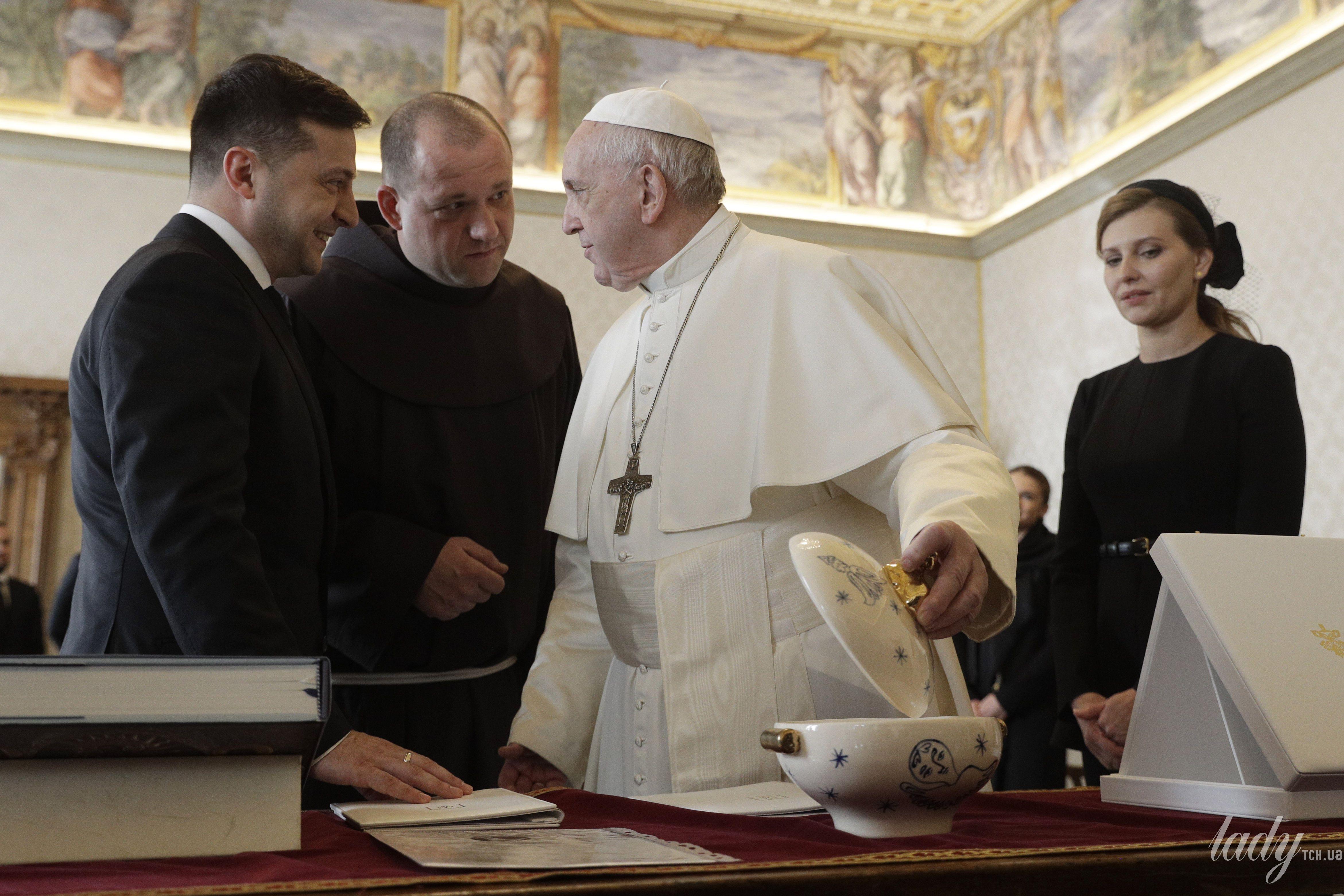 Елена и Владимир Зеленские на приеме у Папы Римского Франциска
