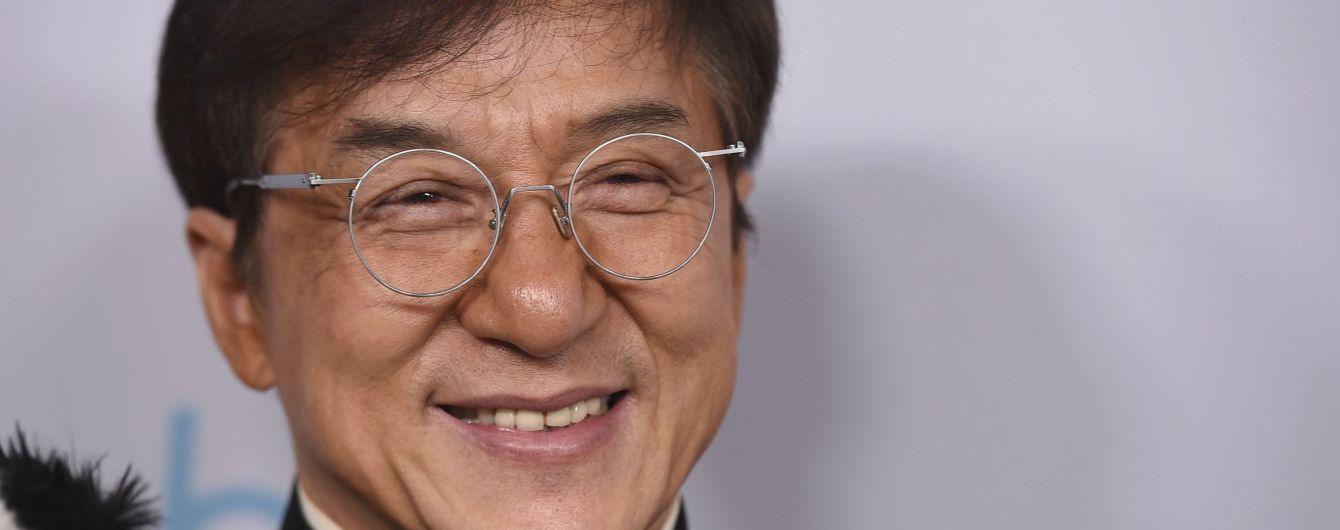 Джеки Чан пообещал заплатить немалую сумму изобретателю лекарства от коронавируса