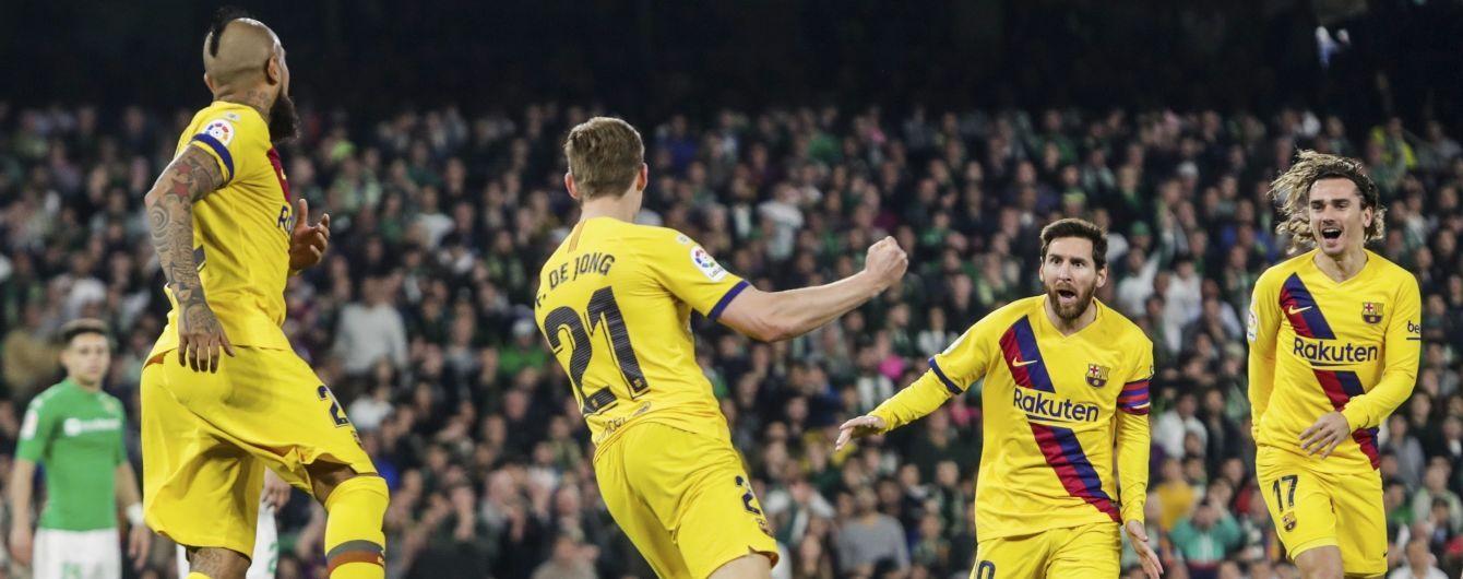 """""""Барселона"""" в результативном матче с двумя удалениями одолела """"Бетис"""""""