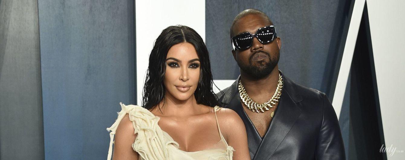 В ванильном платье и с мужем в обнимку: эффектная Ким Кардашьян на вечеринке Vanity Fair