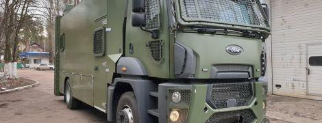 Українці створили спецавто для розгону заворушень у В'єтнамі. Відео