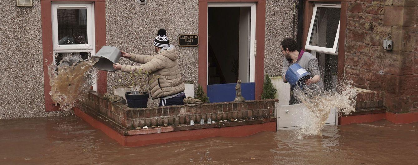 """В Европе бушует ураган """"Кира"""": погибли по меньшей мере шесть человек"""