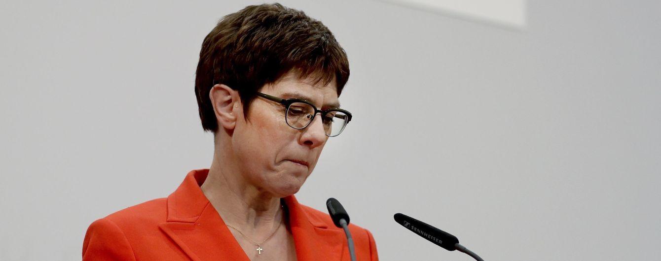 Преемница Меркель отказывается от председательства в ХДС и не будет претендовать на пост канцлера