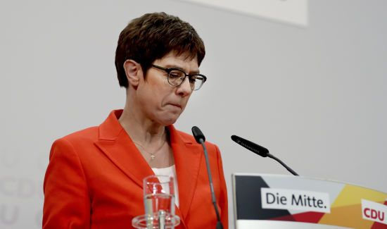 Наступниця Меркель відмовляється від головування у ХДС та не претендуватиме на посаду канцлерки