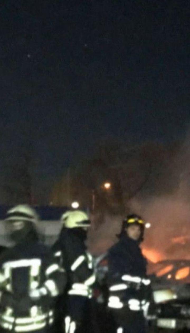 Понад два десятки автівок вигоріло на штрафмайданчику в Одесі
