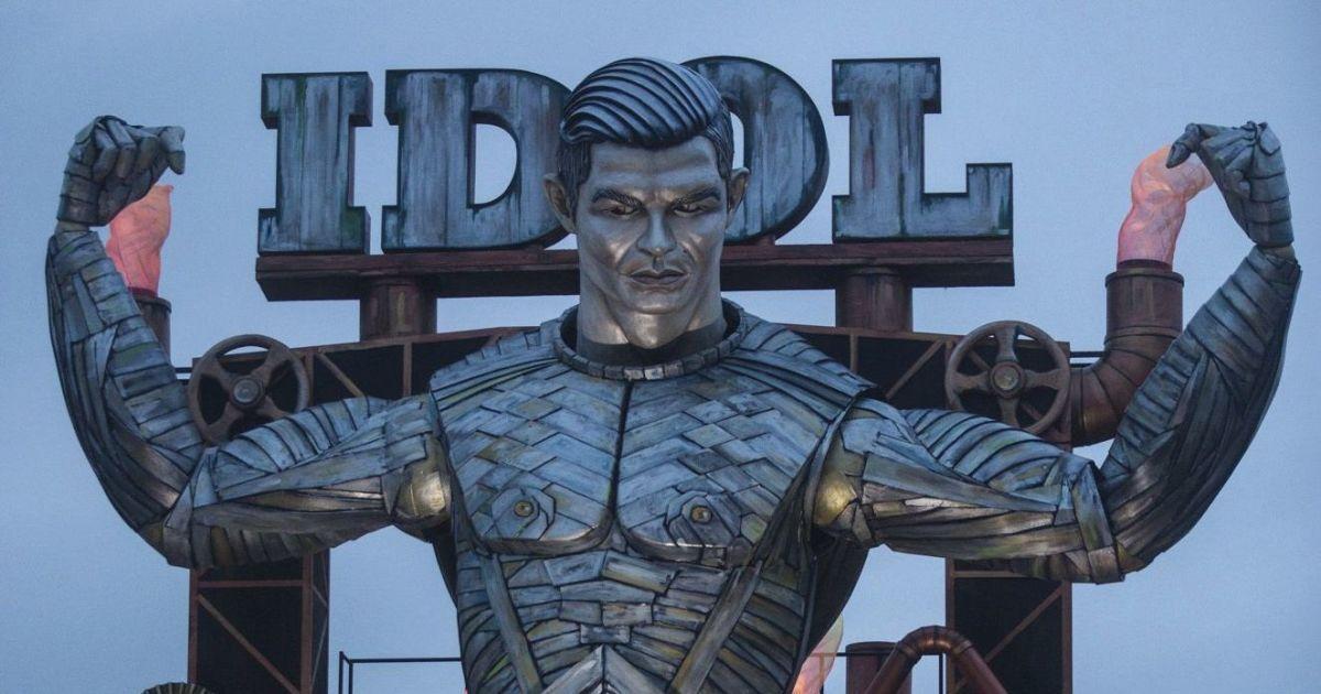 """В Італії змайстрували гігантську копію Роналду, яка стала """"фішкою"""" найстарішого карнавалу"""