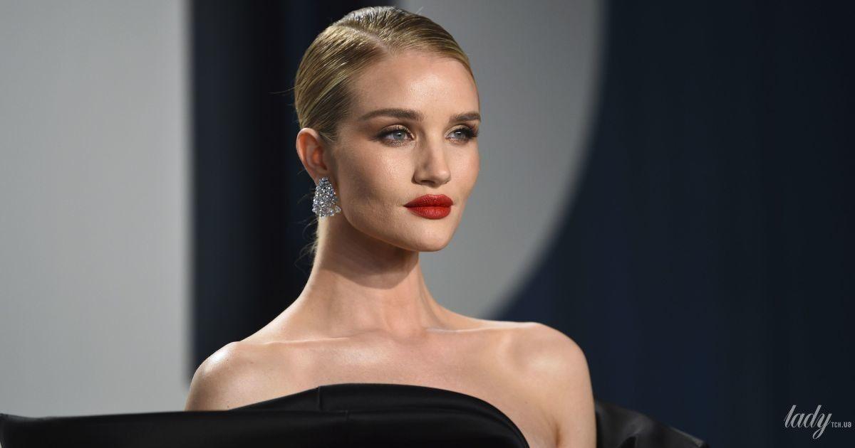 """У сукні за 8900 доларів: Розі Гантінгтон-Вайтлі в елегантному образі відвідала вечірку """"Оскара"""""""