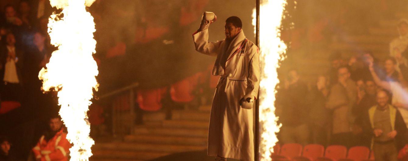 Боксер-чемпион Джошуа зачитал рэп на концерте группы So Solid Crew