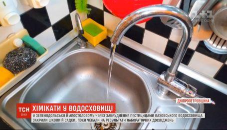 Закриті навчальні заклади та заборона пити воду: у Каховському водосховищі виявили пестициди