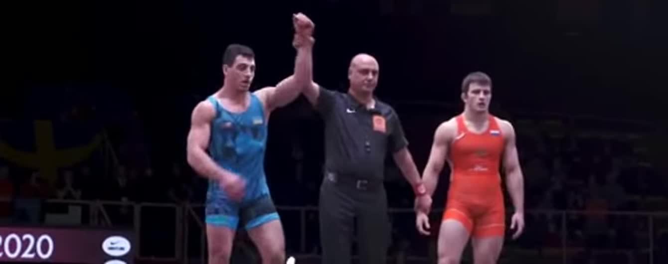 Украинский борец победил россиянина и вышел в финал Чемпионата Европы