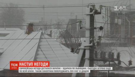 Синоптики прогнозируют в Украине сильный ветер, снег и дождь